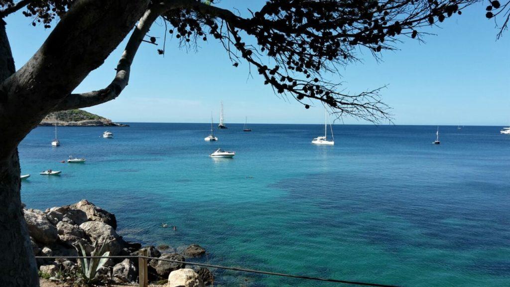Boote auf Meer Ibiza