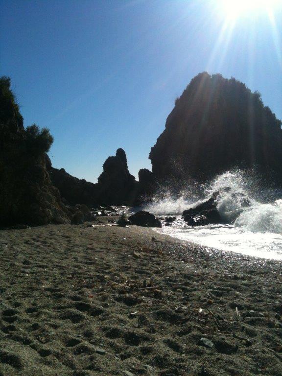 Strand+Meer mit Sonne im Gegenlicht